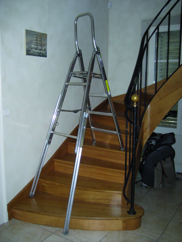 escabel a garde corps pliant et pieds arriere de denivellation escabeau pliant aluminium. Black Bedroom Furniture Sets. Home Design Ideas